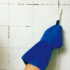 Schimmel in de badkamer verwijderen